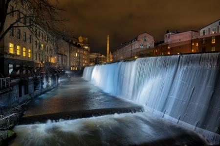 industrial landscape: La cascata nel famoso paesaggio industriale a Norrk�ping in Svezia nel periodo natalizio Archivio Fotografico