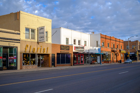Laramie, WY, USA - September 28, 2014: Quiet Sunday morning in Laramie. Legendary wild west town Laramie was founded in the mid-1860s. 新聞圖片