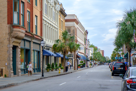 Charleston, SC, USA - October 14, 2014: Kings Street in Charleston, SC. Historic King Street is Charleston?s main shopping street. Редакционное