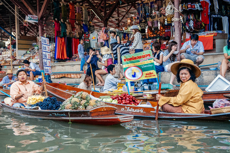 saduak: Damnoen Saduak, Thailand - February 2, 2009: Thai woman sell fruit from boats at the Floating Market in Damnoen Saduak. The floating market is a major tourist attraction.