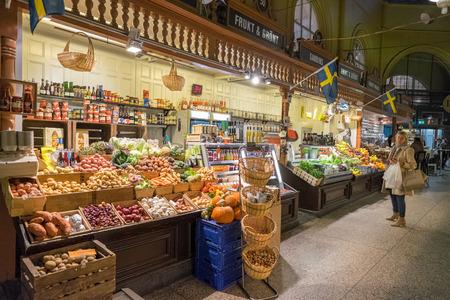 Stockholm Zweden 10 november 2014: Ostermalm markthal in Stockholm. De beroemde Ostermalm markthal werd geopend in 1888. Redactioneel