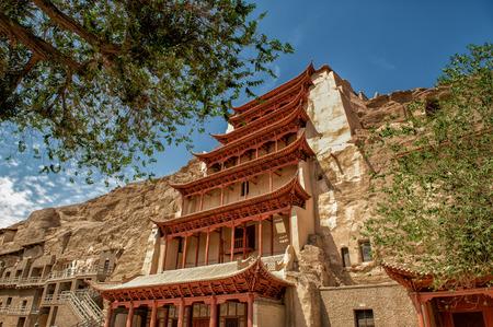 Dunghuan, China 27 juni 2012: De beroemde Mogao grotten in de zijderoute in Dunhuang. Honderden grotten tonen enkele van de mooiste boeddhistische kunst verspreid over meer dan 1000 jaar.