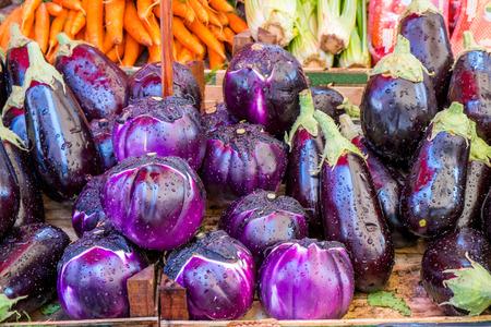 Aubergines in een Siciliaanse markt in Palermo Stockfoto