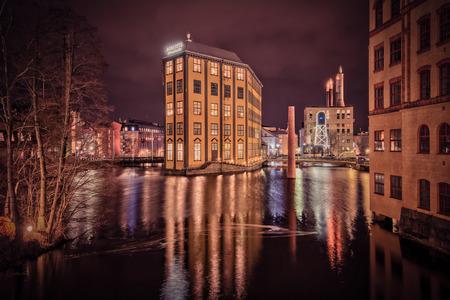 paesaggio industriale: Norrköping, Svezia - 20 Dicembre 2013: atmosfera natalizia nel paesaggio industriale unico nel centro della città di Norrkoping. Norrkoping è una storica città industriale in Svezia