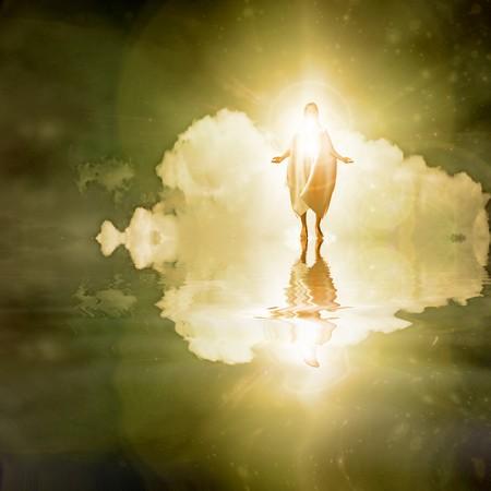 milagros: Figura camina sobre el agua