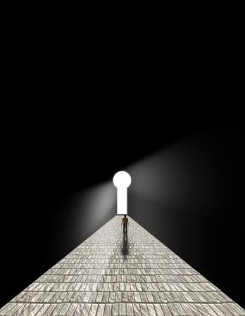 key to freedom: Hombre se encuentra antes de ojo de cerradura
