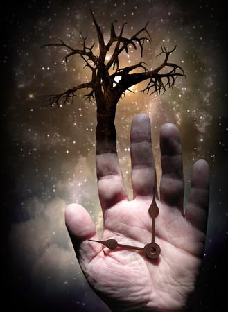 energia espiritual: �rbol con mano Foto de archivo