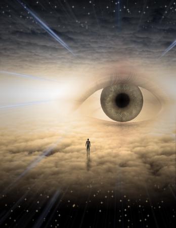 雲から成っている夢のような風景の中の小さな男