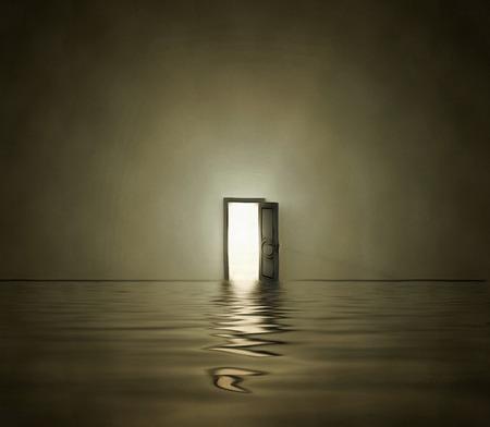 Offene Tür in der surrealen Raum Standard-Bild - 50097621