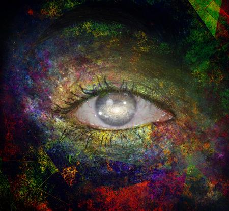 arte abstracto: ojo niñas con pintura y Galaxy