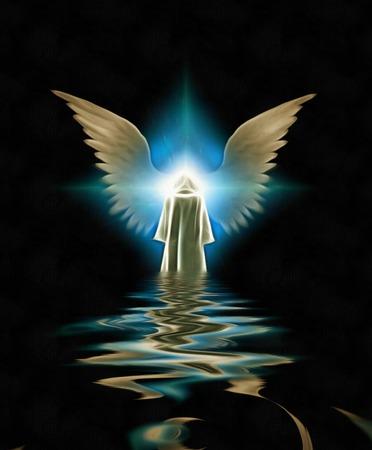 Figuur in witte mantel voor gevleugelde engelster