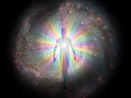 Mannfigur in Regenbogenlicht und Sternen. Seele oder Aura Standard-Bild