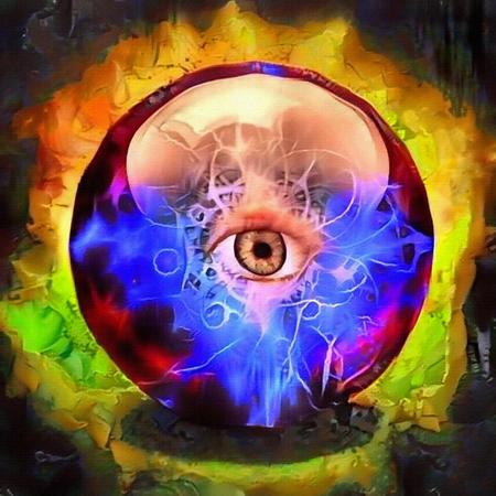 Bola de cristal con el ojo que todo lo ve