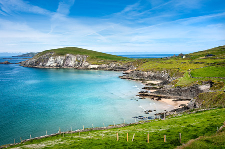 Ireland, Dingle, Slea Head: Irish coastal scene with famous panorama view, ocean, rocky coast and blue sky in the background 스톡 콘텐츠