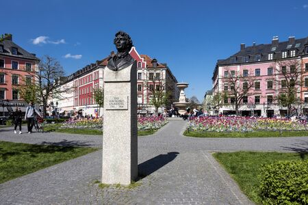 Germany, Bavaria, Munich: Leo von Klenze sculpture memorial in the midday sun at Gardener Square (Gaertnerplatz) park in the city center of the Bavarian capital. April 29, 2016 報道画像