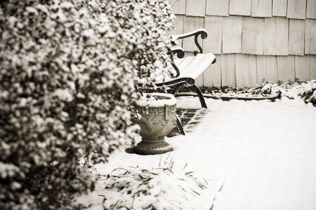 snow on the bench Reklamní fotografie
