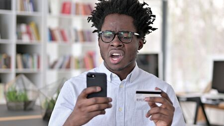 Online Shopping Rejection, Upset African Man Archivio Fotografico