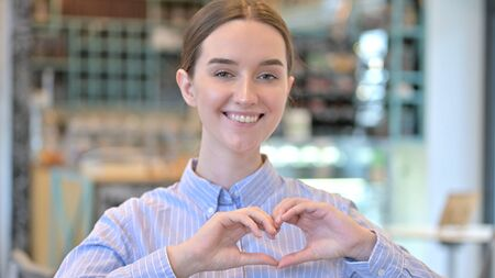 Portrait of Heart Shape by Young Woman, Hand Sign 版權商用圖片