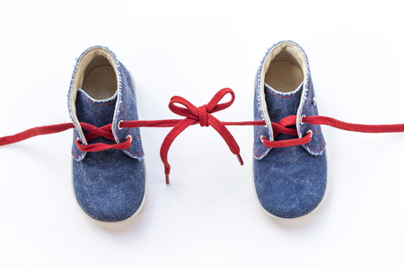 gefesselt: Baby shoes tied together