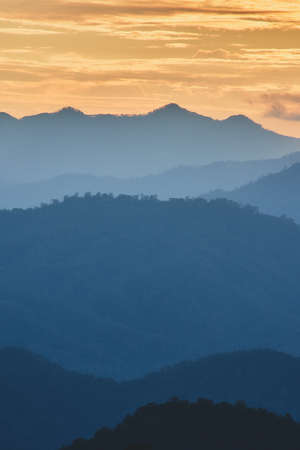 fog and cloud mountain valley sunset landscape, Chiang Mai Thailand Banque d'images