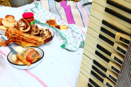 gaily: Traditional gaily breakfast in the open at the time of harvest