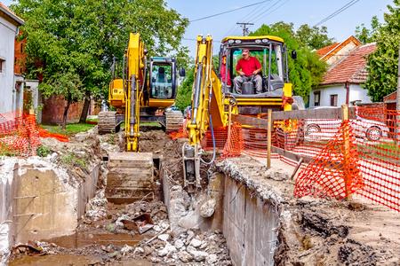 presslufthammer: Yellow Presslufthammer ist in Baustelle brechen alte Beton.