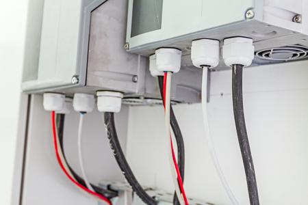 Armoire électrique avec connecteurs fournit de l'énergie électrique au lieu d'habitation. Banque d'images - 58919813