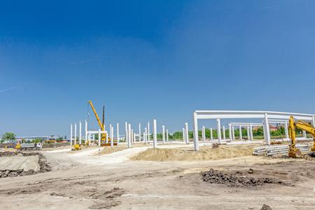 Architektur-Konzept, Beton Skelett eines neuen Gebäudes ist bereit für den nächsten Schritt gegen den blauen Himmel Standard-Bild