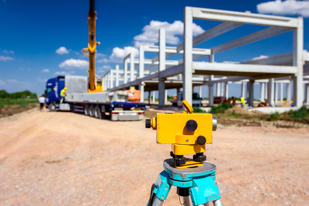 Surveyor instrument is for measuring level on construction site. Surveyors ensure precise measurements before undertaking large construction projects. Banque d'images
