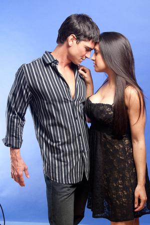 besos apasionados: pareja apasionada Foto de archivo