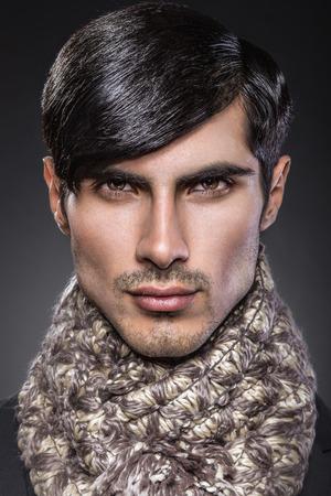 poses de modelos: Hermoso retrato de la belleza masculina