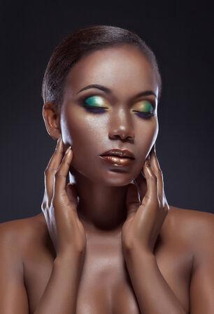 brown eyes: Retrato de la belleza de la hermosa muchacha étnica africana. Siempre más en mi cartera