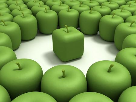 Grüner Apfel der kubischen Form in einem Umfeld üblichen grünen Äpfeln.
