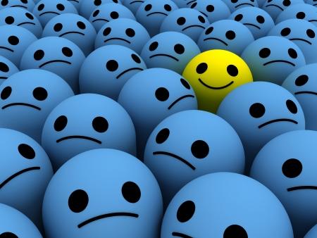 Brillante sonrisa feliz amarilla entre el conjunto de los tristes. Foto de archivo