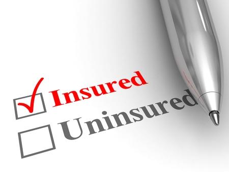 Statut assuré. Stylo sur le formulaire pour répondre si vous êtes couvert par une police d'assurance pour soins médicaux, automobile, propriétaire, protection de la vie ou autre, avec assurance vérifiée.