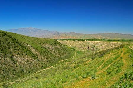 kyrgyzstan: Colinas y montañas cerca de la ciudad Tamasha, Kyrgyzstan
