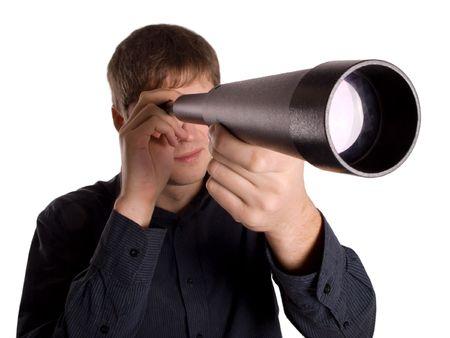 t�lescopes: homme regardant � travers un t�lescope isol� sur un fond blanc