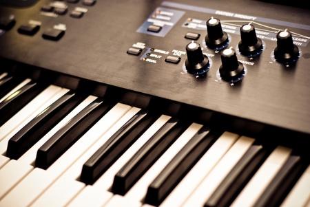 musica electronica: parte del teclado del piano closeup Foto de archivo