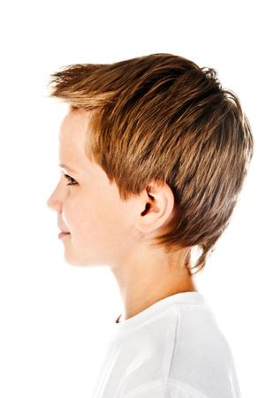 少年の顔が白い背景で隔離