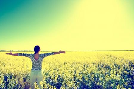 woman standing in the field Standard-Bild