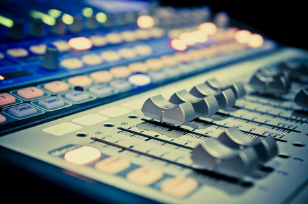 tablero: panel de control del mezclador de sonido de la m�sica