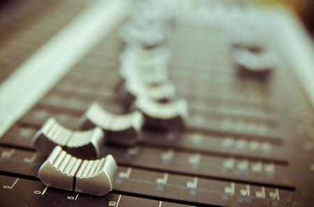 tablero de control: panel de control del mezclador de sonido de la m�sica