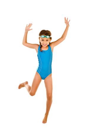 Springen kleines Mädchen im Badeanzug isoliert auf weiß Standard-Bild