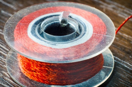 hilo rojo: bobina de hilo rojo primer macro