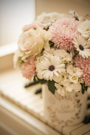 Bouquet of flowers in a beautiful box on a white piano. Bouquet of asters, hydrangeas and daisies. Bridal bouquet. Zdjęcie Seryjne - 132052617