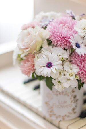 Bouquet of flowers in a beautiful box on a white piano. Bouquet of asters, hydrangeas and daisies. Bridal bouquet. Zdjęcie Seryjne - 132053286
