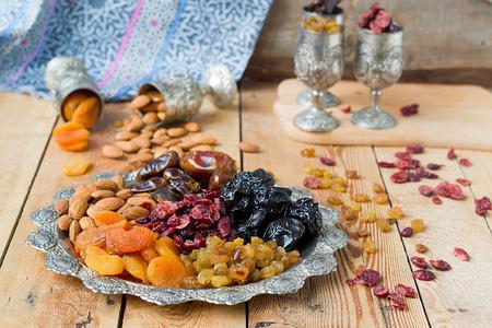 frutos secos: Una mezcla de frutas secas y nueces