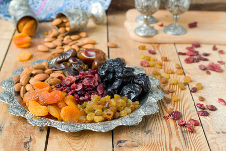 dried fruits: A mixture of dried fruits and nuts