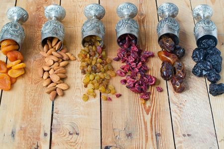 A mixture of dried fruits and nuts Фото со стока - 35487251
