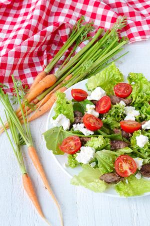 higado de pollo: ensalada con h�gado de pollo. tomates cherry y queso feta